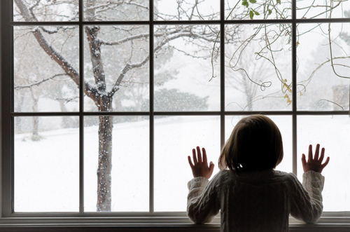 christmas-girl-hair-hands-snow-window-favim-com-100584