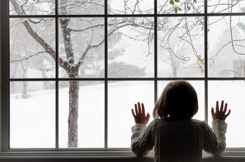christmas-girl-hair-hands-snow-window-favim-com-100584